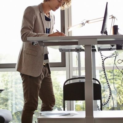 The Many Benefits of Using Stand up Desks in Your Office