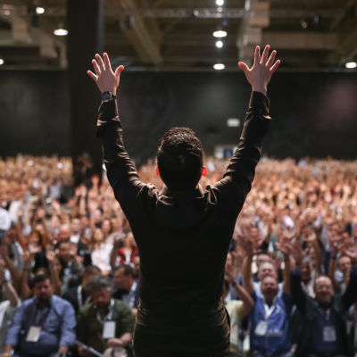 10 Tips for Booking the Best Keynote Speakers for Your Business