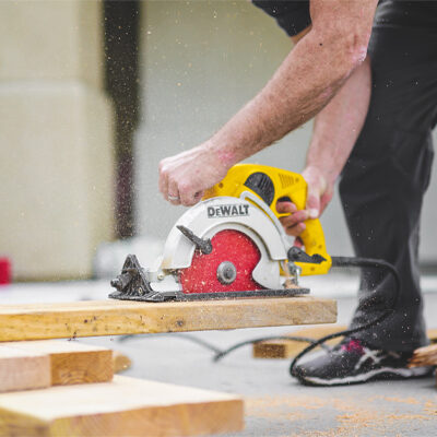 4 Things to Consider When Hiring a Reinstatement Contractor